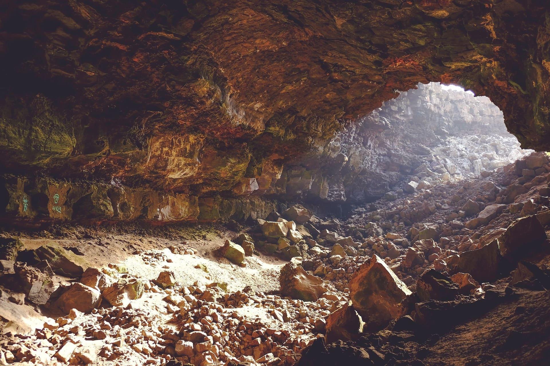 Cuevas y cascadas